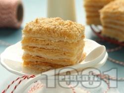 Лесна домашна крем пита / сладкиш / торта / десерт Наполеон с готово бутер тесто и ванилов крем и сметана - снимка на рецептата